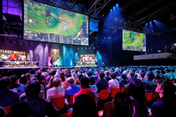 """E-sports: a trend that turns kids addicted to games"" into career"